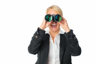 businesswoman with binocularsの写真素材 [FYI00683408]