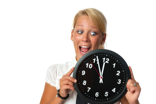 woman holding a wall clockの写真素材 [FYI00683422]