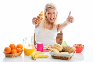 thumbs up for a healthy breakfastの写真素材 [FYI00683451]
