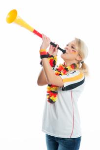 blonde football fan with vuvuzelaの写真素材 [FYI00683460]