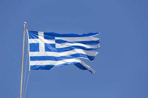 greek national flag against blue skyの写真素材 [FYI00683462]
