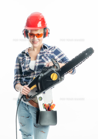 woman with chainsawの写真素材 [FYI00683471]