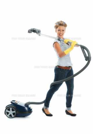 housewife with vacuum cleanerの写真素材 [FYI00683472]