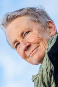 laughing happy elderly female senior in autumn outdoorsの写真素材 [FYI00683667]