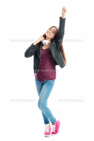 young girl with headphonesの写真素材 [FYI00684086]