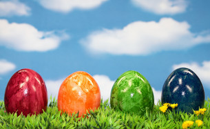 easter eggs on lawnの写真素材 [FYI00685316]