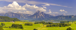 panoramic landscape in bavaria with mountainsの写真素材 [FYI00685797]
