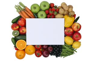 notepad with fruits and vegetables and copy spaceの写真素材 [FYI00686246]