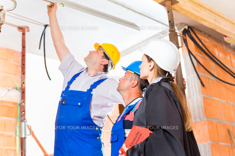 consultant or attorney controlled construction defectsの写真素材 [FYI00686821]
