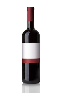 red wine bottle isolated on white backgroundの写真素材 [FYI00687085]