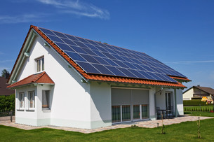 house with solar panels on the roofの写真素材 [FYI00687124]