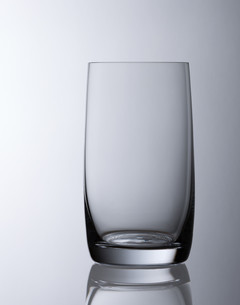 simple empty water glassの写真素材 [FYI00687730]