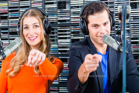 radio presenters in radio stations on airの写真素材 [FYI00687814]