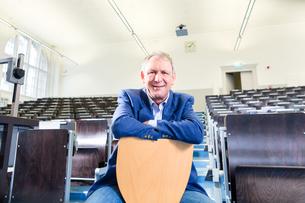 university professor in lecture hallの写真素材 [FYI00687831]