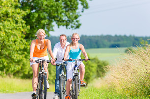 family travel together a weekend bike rideの写真素材 [FYI00687856]