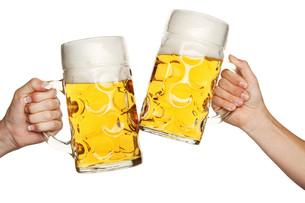 toast with beer mugsの写真素材 [FYI00689186]