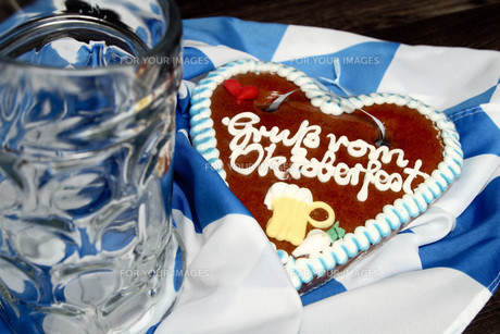 gingerbread heartの写真素材 [FYI00690677]