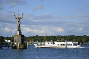 imperia statue in the harbor of konstanzの写真素材 [FYI00691303]