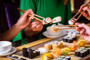 young people eat sushi in asia restaurantの写真素材 [FYI00691552]
