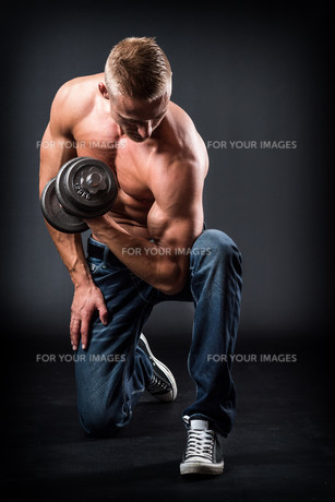 toned bodybuilderの写真素材 [FYI00691619]