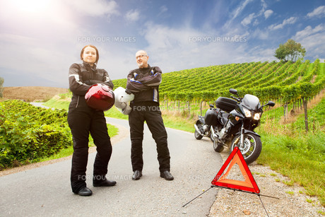 two motorcyclists with panne are waiting on the streetの素材 [FYI00692832]
