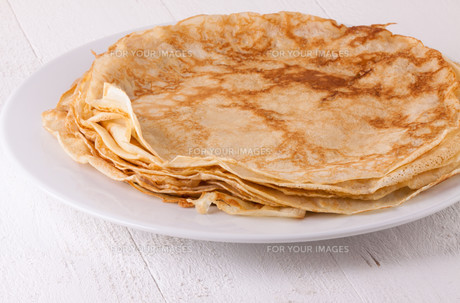 delicious fresh crepes pancakes pancakes on a white plateの写真素材 [FYI00693954]