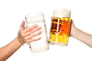 toast with beer mugsの写真素材 [FYI00694766]