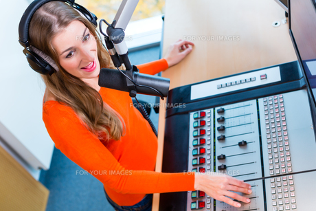 radio presenter in radio stations on airの写真素材 [FYI00695180]