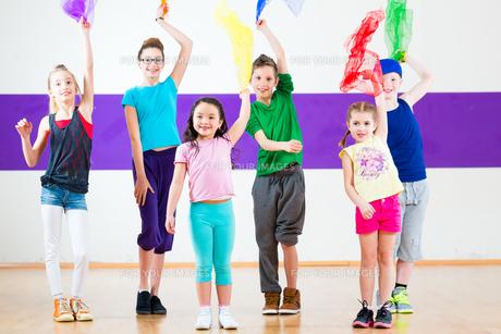 children work in dance schoolの写真素材 [FYI00695186]