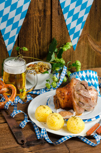 pork - pork knuckle on bavarianの写真素材 [FYI00695416]