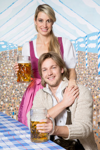 couple in the marqueeの写真素材 [FYI00695426]
