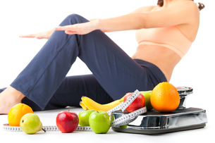 diet and sport - young woman doing sit-upsの写真素材 [FYI00695805]