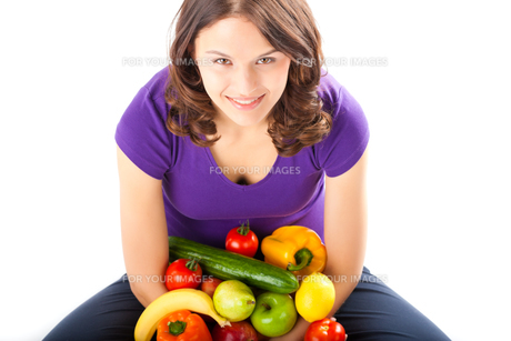healthy eating - woman with apples and pearの写真素材 [FYI00695810]