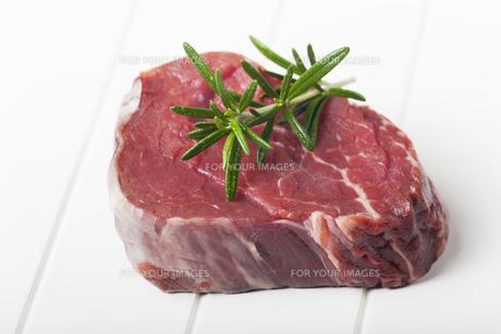 raw piece of beefの写真素材 [FYI00696064]