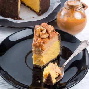 pumpkin cheesecake with nutsの素材 [FYI00696158]