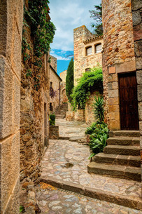 famous medieval town of pals,costa brava,catalonia,spainの写真素材 [FYI00696492]