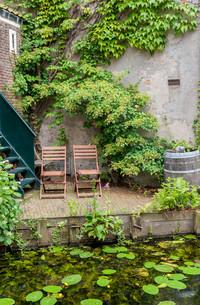 idyllic outdoor seatingの写真素材 [FYI00696647]