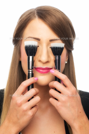 woman with make-up brushesの素材 [FYI00696950]