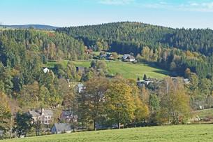 village in the erzgebirge in autumnの写真素材 [FYI00696955]