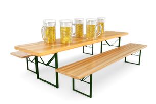 bierbank with beer glassesの写真素材 [FYI00697400]