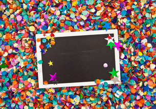 small blackboard on confettiの素材 [FYI00697566]