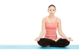yoga pose padmasana against white backgroundの写真素材 [FYI00697631]