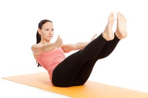 yoga exercise on the mat,navasanaの写真素材 [FYI00697635]