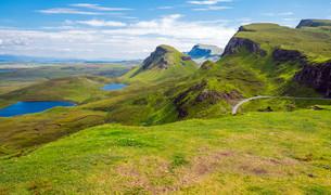 green landscape on the isle of skye in scotlandの写真素材 [FYI00698052]