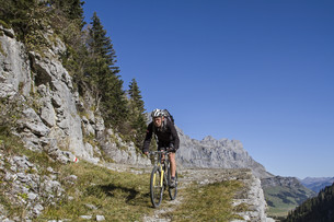 mountain biking in uriの素材 [FYI00698065]