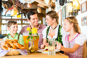 bavarian family at restaurantの写真素材 [FYI00698193]