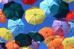 street decorated with colored umbrellas.madrid,getafe,spainの写真素材 [FYI00698910]