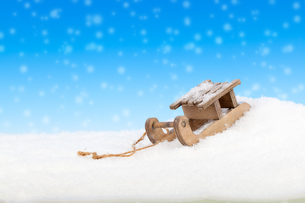 old wooden sleigh on a white backgroundの写真素材 [FYI00699403]