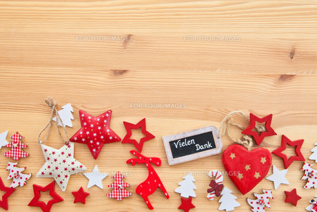 wooden background with poinsettiasの素材 [FYI00699536]