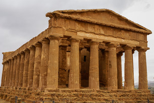 the ruins of temple of concordia,valey of temples,agrigento,sicily,italyの写真素材 [FYI00699639]